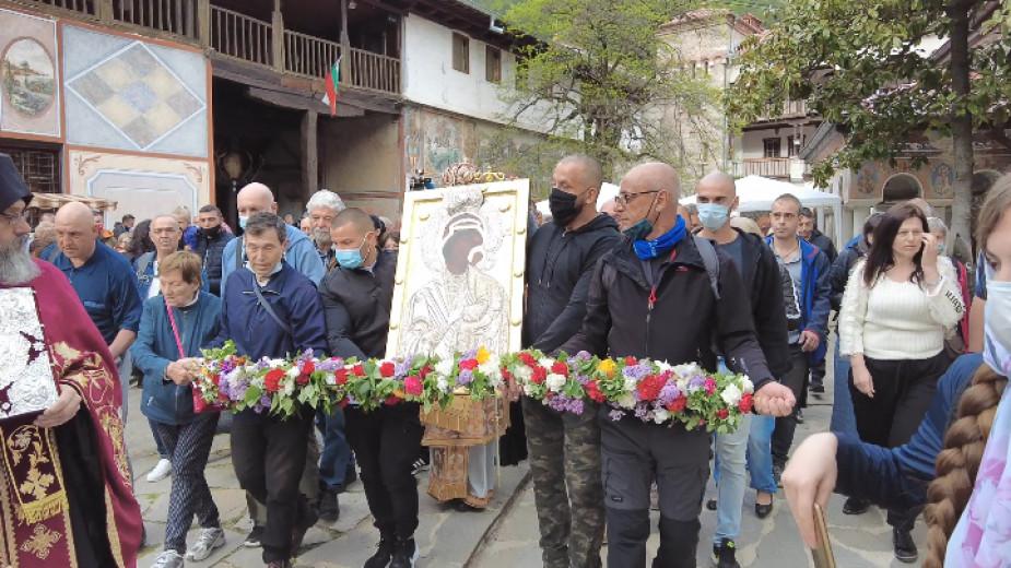 Литийно шествие с чудотворната икона от Бачковския манастир