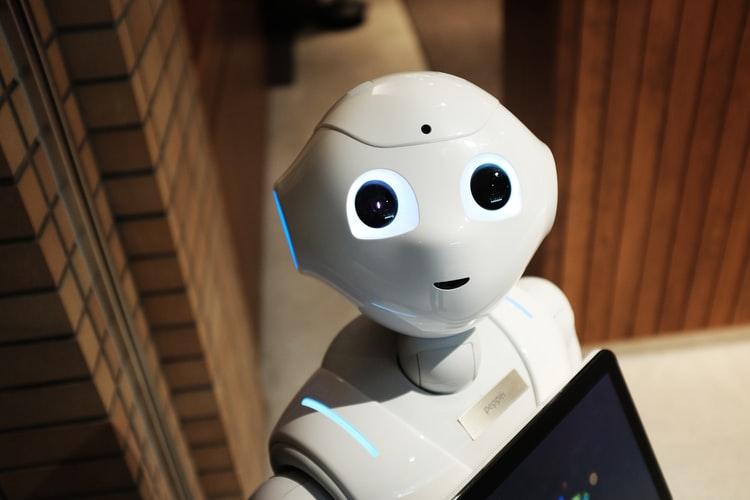 Новото бъдеще: Роботи по света приготвят пици, забъркват салати и паста